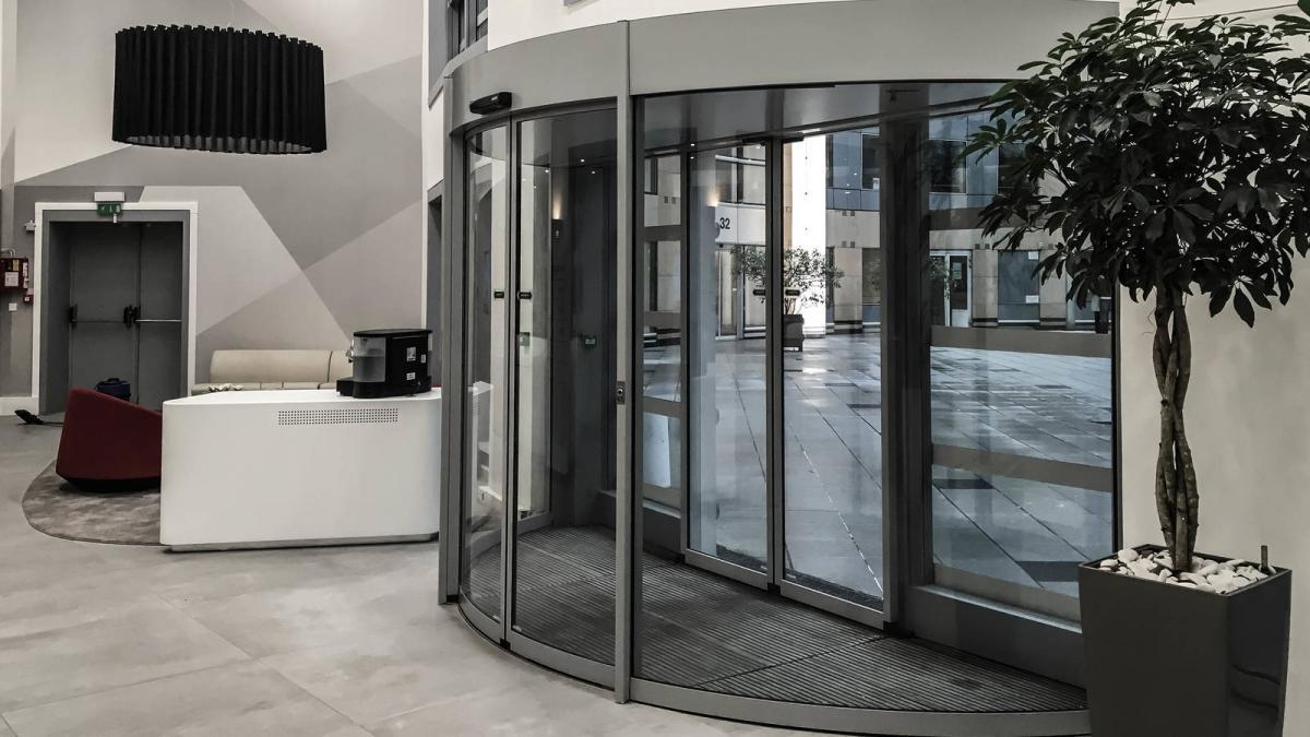 180° Curved Sliding Door