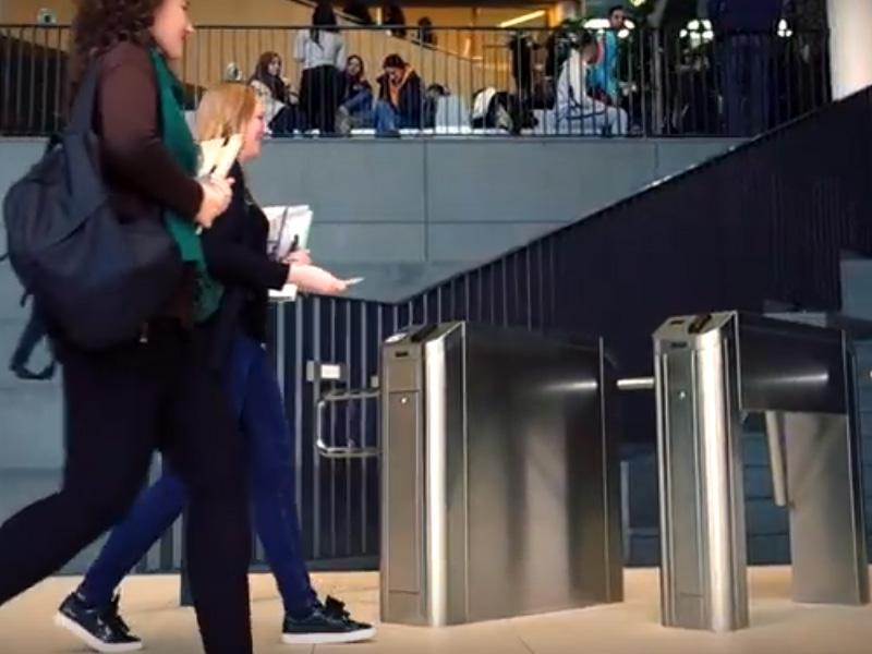 Flap Barrier Universitas/Kampus